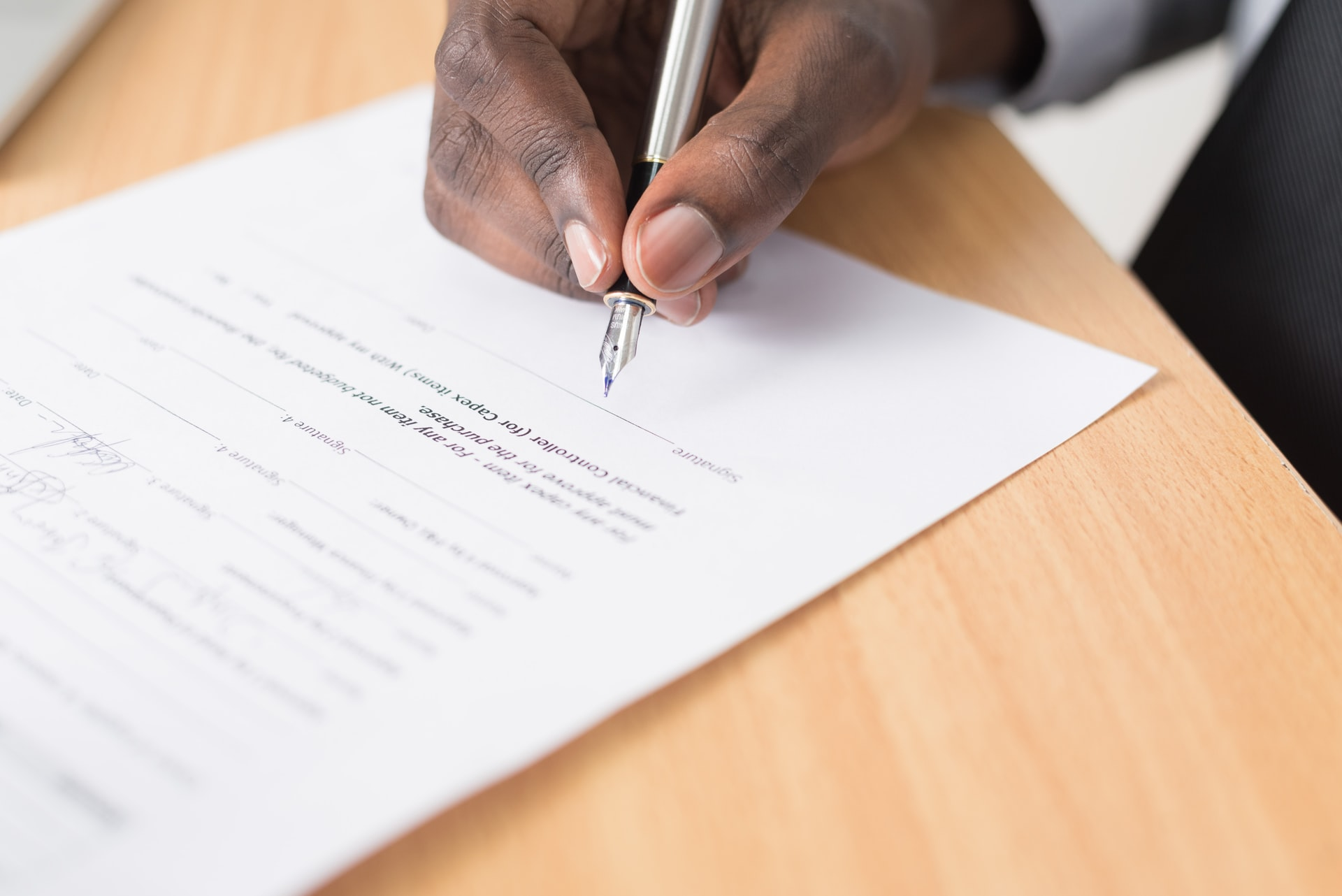 Sign Agreement to Avoid Freelance Scams